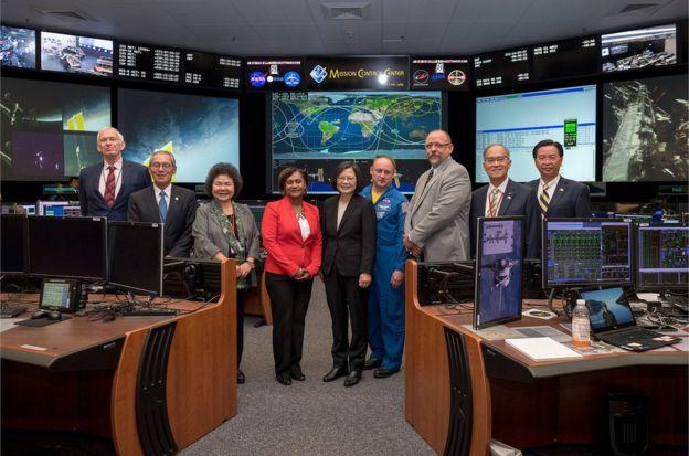 蔡英文在出訪回程時,過境休士頓參觀詹森太空中心。