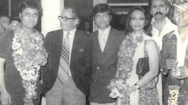 पाकिस्तान पहुंचने पर जगजीत सिंह और चित्रा सिंह का भव्य स्वागत हुआ.