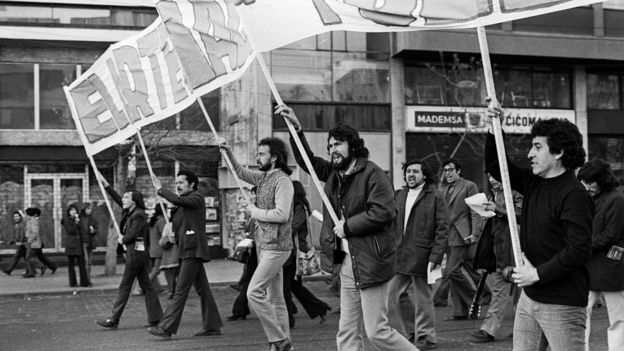A picture of Victor Jara marching at a pro-Allende rally in 1973.