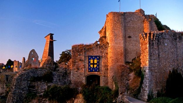 Hoje conhecida como Castelo do Barba Azul, a residência de Gilles em Tiffauges foi construída no século 15