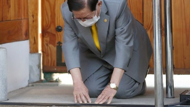 Leader of the Shincheonji Church of Jesus holds press confernece in South Korea