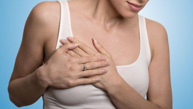 mujer con cáncer de mama