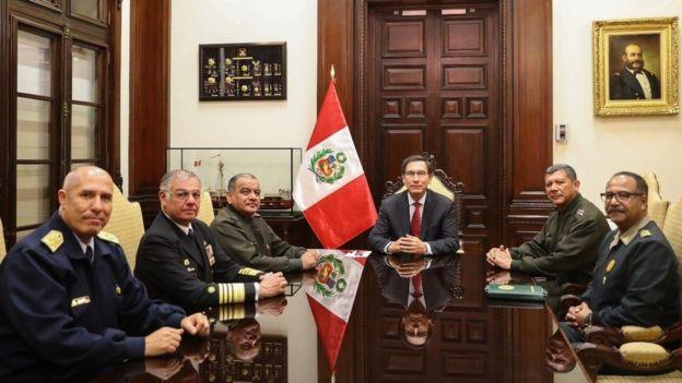 Vizcarra sostuvo una reunión en la noche del lunes con los representantes de las Fuerzas Armadas y la Policía, quienes le mostraron su respaldo.