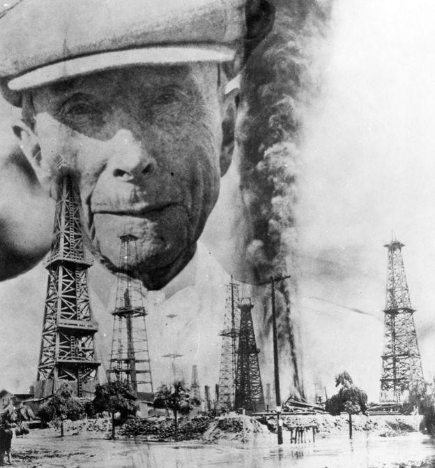 Imagen de Rockefeller detrás de pozos de petróleo