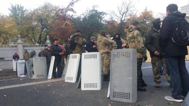 Мітинг під Радою  Грушевського лишається перекритою - BBC News Україна 39dabfac0d715