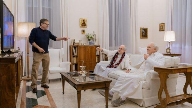 Fernando Meirelles e os atores Jonathan Pryce e Anthony Hopkins