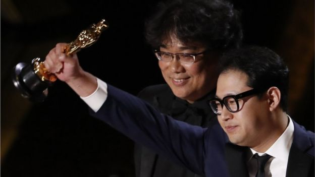Bong Joon Ho and Han Jin Won win the Oscar for Best Original Screenplay for Parasite