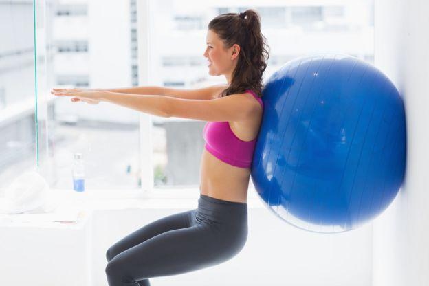 Los usos del balón que se ve en los gimnasios y que quizás no sabes ... f205bc93023f