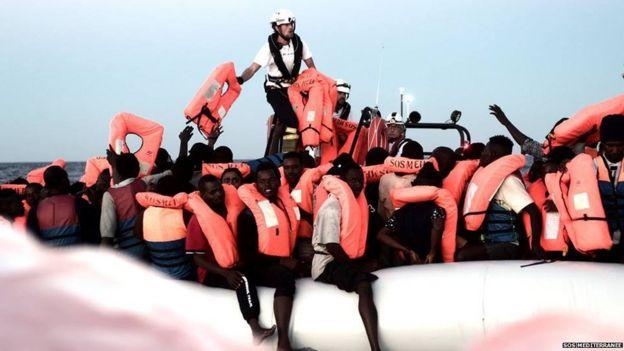 Resultado de imagen para barco aquarius con inmigrantes