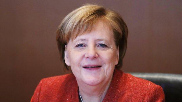 Thủ tướng Đức Angela Merkel gần đây đã phải tự nguyện từ chức chủ tịch đảng CDU (Liên minh Dân chủ Thiên chúa giáo).