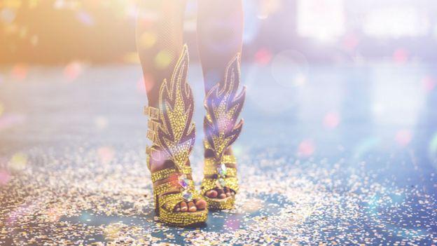 Mujer bailando samba