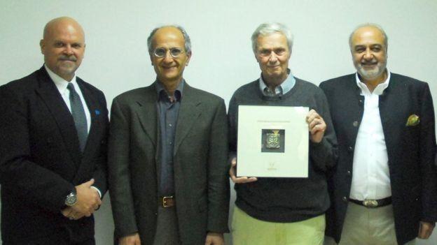 از راست: مراد طاهباز، جرج شلر (جانور شناس)، کاووس سیدامامی و گری لویس (هماهنگ کننده پیشین سازمان ملل در ایران)