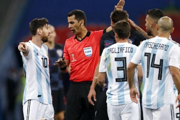 El árbitro uzbeko Irmatov es el más experimentado de la Copa del Mundo.