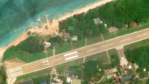 Hình ảnh trên Google Earth hồi cuối tháng Chín 2016 cho thấy Đài Loan đã tiến hành cải tạo, xây cất một số cấu trúc mới tại đảo Ba Bình