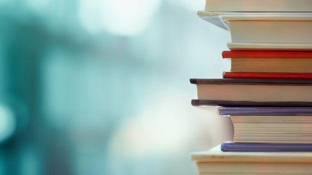 Libros apilados.