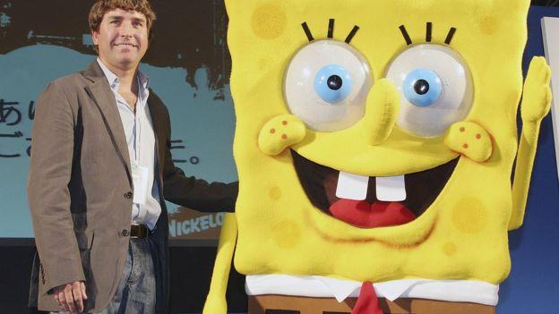Stephen Hillenburg berpose dengan SpongeBob SquarePants di Festival Anime Internasional, Tokyo, 23 Maret 2006, di Tokyo, Jepang.