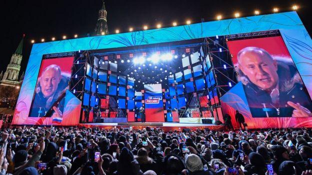 Putin festejó los resultados ante una multitud en Moscú.