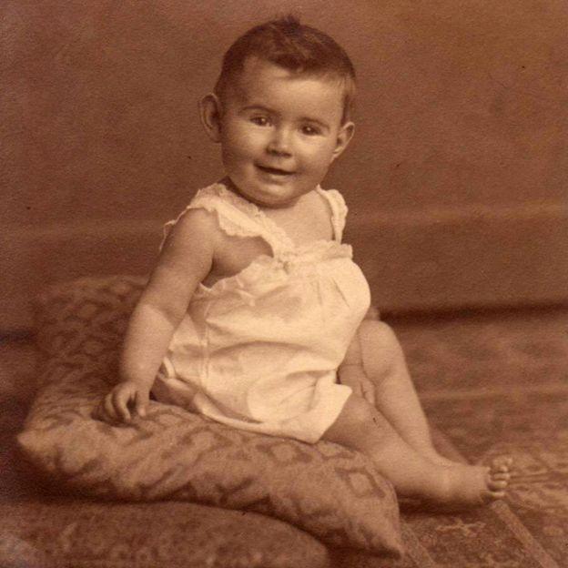 Ursula Michel como bebê em 1924