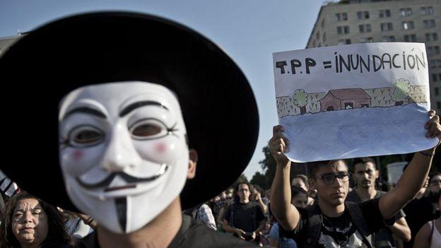 Manifestante contra libre comercio.