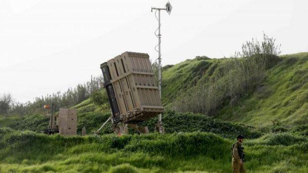 """Батареи системы """"Железный купол"""" развернуты вдоль северных границ Израиля с Ливаном и Сирией, а также рядом с сектором Газа"""