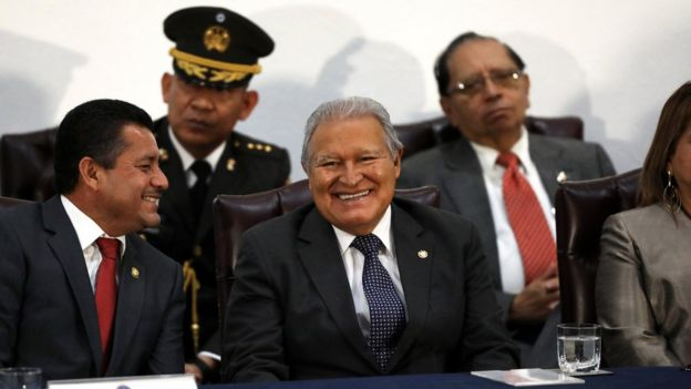 薩爾瓦多總統塞倫(圖中)。
