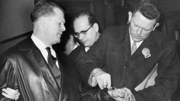 Jimmy Hoffa 1964'te jüri üyelerine rüşvet verme suçlamasıyla cezaevine gönderildi