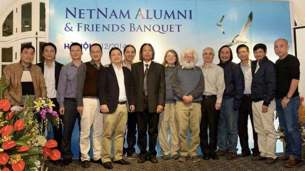 Những người trong nhóm đầu thành lập NetNam cùng giáo sư Rob Hurle của Đại học Quốc gia Úc
