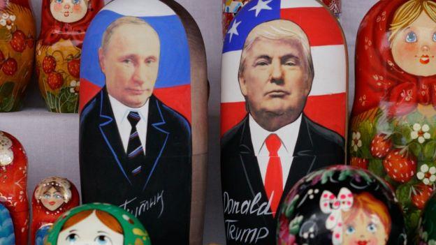 Vladimir Putin y Donald Trump representados en matrioshkas.