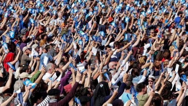 ETA'nın açıklamasını Bayonne'da yapılan barış yanlısı bir kitlesel gösteri izledi