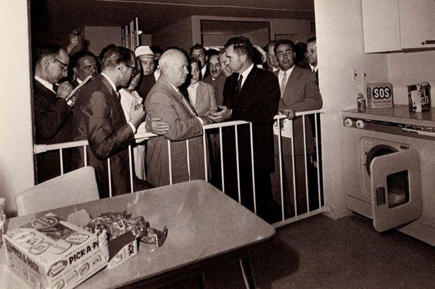 Jruschov y Nixon en la cocina