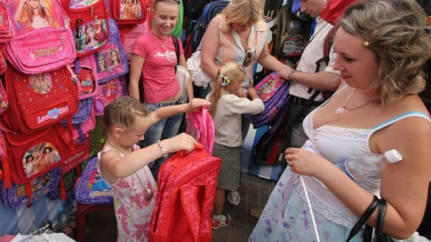 4ee97b002a78c4 Як економно зібрати дитину до школи - BBC News Україна