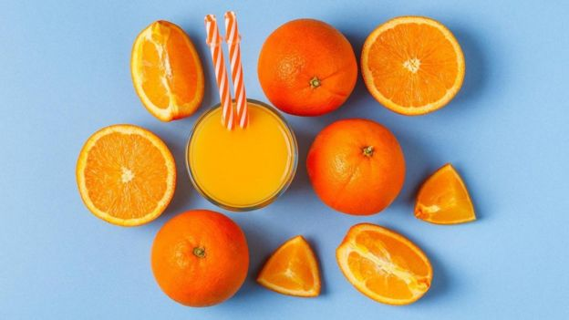 Narajas y jugo de naranja
