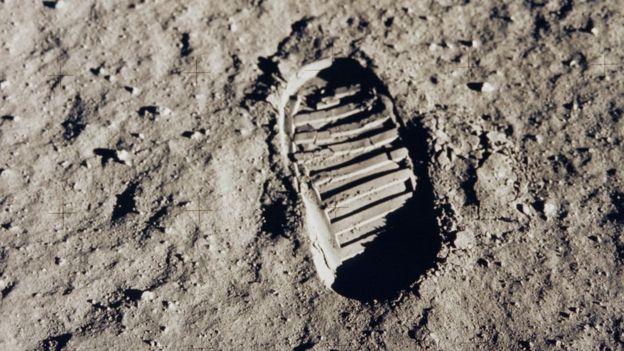 Huella de Neil Armstrong en la luna.