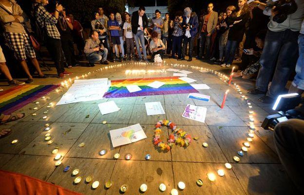 Muchas homosexuales en Marruecos utilizan aplicaciones de citas para conocer a otros miembros de la comunidad LGBT, pues los espacios dedicados para personas gays están prohibidos.