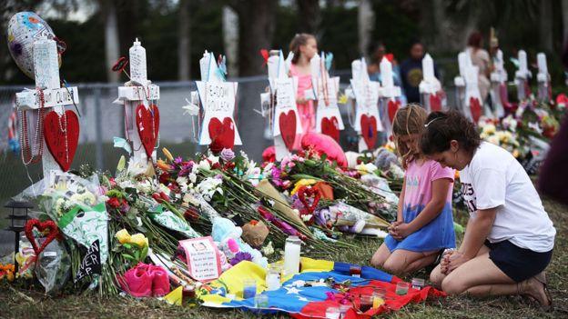 در تیراندازی در دبیرستان پارکلند فلوریدا هفده نفر کشته شدند
