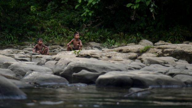 Niños emberá en Colombia.