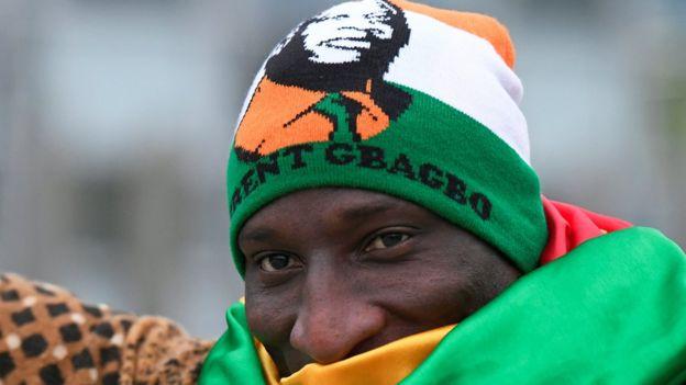 Un des militants de de l'ancien président Gbagbo à la Haye.