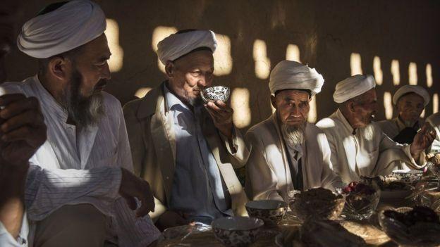 Kelompok Uighur mengatakan mereka menghadapi diskriminasi meluas di Xinjiang.
