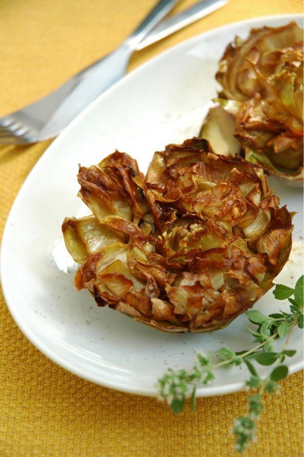 油炸大洋蓟或曰犹太风味洋蓟,是最典型的罗马犹太人菜肴。
