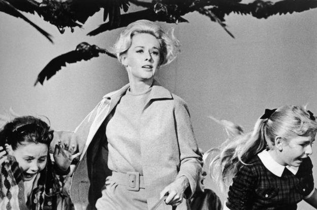 Escena de Los Pájaros, de Hitchcock