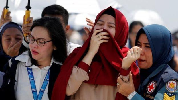 Keluarga korban kecelakaan Lion Air JT610 meratapi kematian kerabat mereka.
