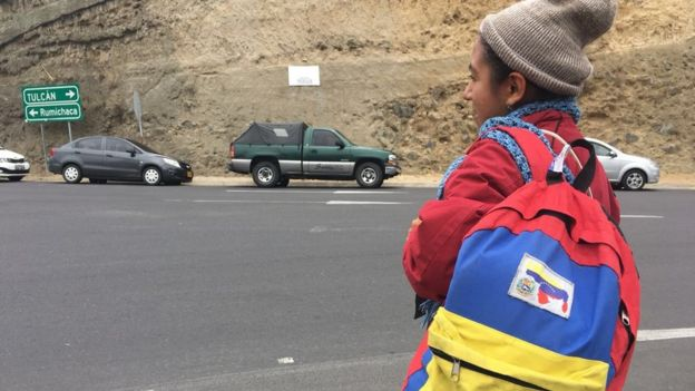 Mujer venezolana viajando.