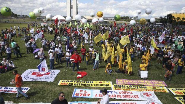 Ato em protesto contra reformas