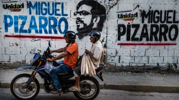 Pintada de Miguel Pizarro en Petare.