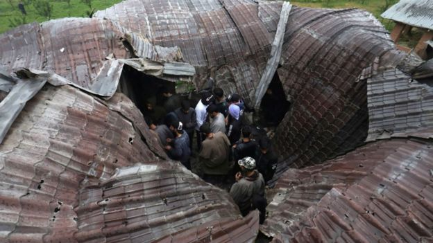 Kashmri people inspect a damaged house where militant commander Zakir Musa was killed at Dadsara village in Tral, south of Srinagar, the summer capital of Indian Kashmir, 24 May 2019.