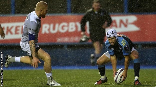 Matthew Morgan scores for cardiff Blues against Bath