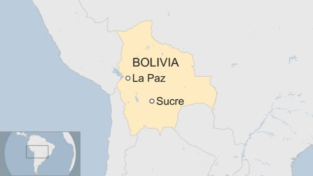 A map showing where La Paz and Sucre are in Bolivia