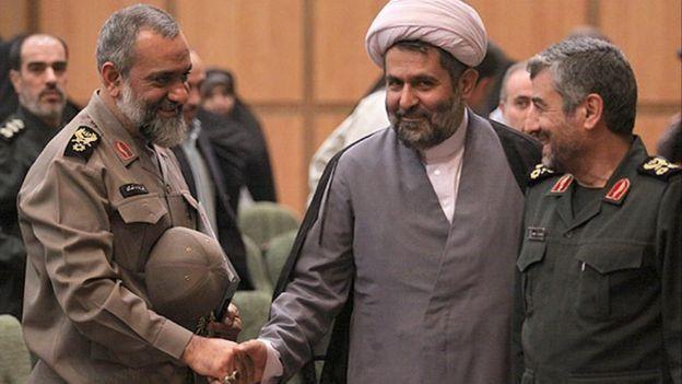 با تغییر ساختار در سپاه تحت فرماندهی محمدعلی جعفری (راست) حسین طائب (وسط) و محمدرضا نقدی (چپ) به دو سمت مهم منصوب شدند