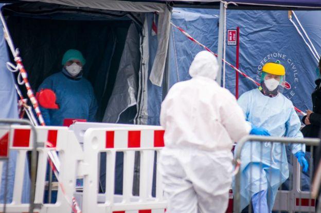 Médicos en un hospital de Padua, Italia, el 11 de marzo de 2020.