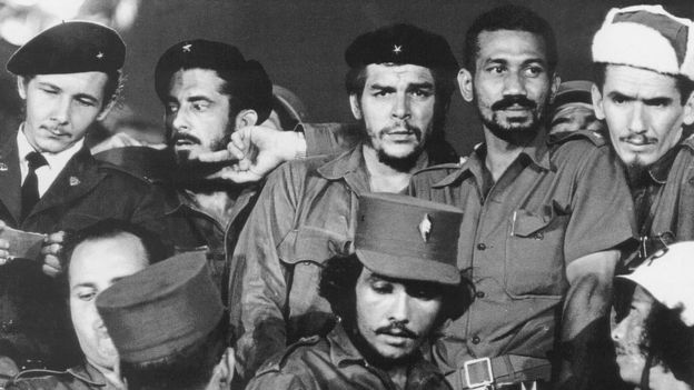 El Che junto a guerrilleros
